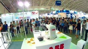 نگاهی کوتاه به ربات کوچکی که قابلیت ساخت موشک کاغذی دارد!