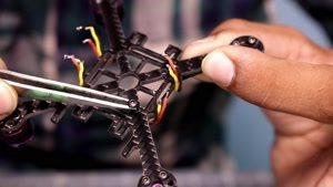 ساخت کوادکوپتر به همراه دوربین در منزل