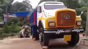 عجب کامیونی
