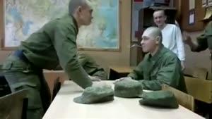 سرگرمی احمقانه ی سربازها در پادگان !!