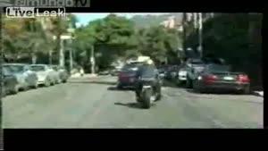 افتادن براد پیت از موتور در خیابان
