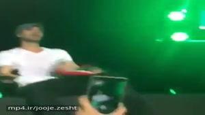 انریکه پرچم ایرانو تو کنسرتش میگیره😍