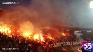 تشویق پر خطر و وحشتناک طرفداران فوتبال در یک دیدار دوستانه در صربستان