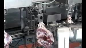 ربات ژاپنی که سریعتر از انسان گوشت تمیز میکند