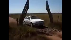 یک مهندسی جالب برای عبور ماشین