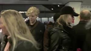 نوازندگی گروه موسیقی در مترو