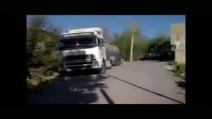 رانندگی فوق حرفه ایی راننده ی تریلی