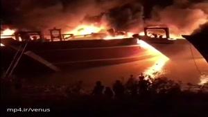 ساعتی پیش ۶لنج تجاری در بندر هندیجان آتش گرفت. علت حادثه مشخص نیست.
