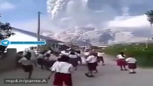 لحظه وحشتناک فعال شدن آتشفشان جزیره سوماترا از جزایر اندونزی
