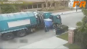 ماشین زباله ی عصبانی