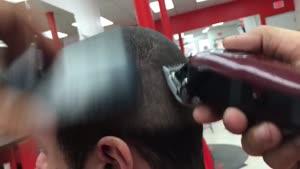 آموزش کوتاه کردن موی سر با نمره هشت و همچنین آن کات کردن ریش با مدل خاص که با موی سصر تناسبی دارد