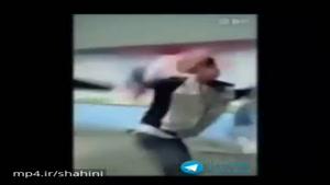 کتک زدن شدید معلم توسط دانش آموزان