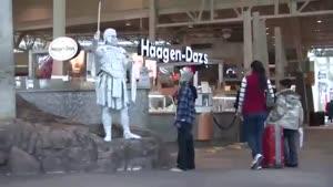 کلیپ خنده دار دوربین مخفی مجسمه متحرک