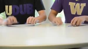 اهنگ زدن با خودکار و میز