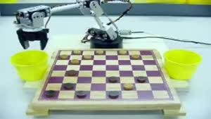 روبات شطرنج باز