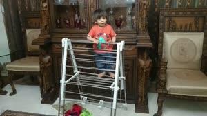 سامیار مجیدی در حین شیطنت