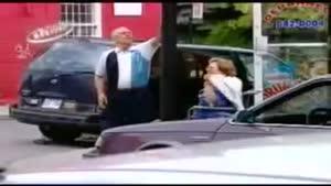 دوربین مخفی - افتادن تیر چراغ بر روی ماشین