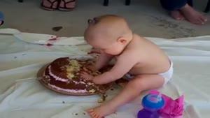 کیک تولد و کودک