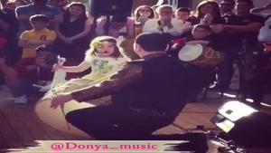 اجرای نمایش خیابانی در ترکیه با دختر بچه شگفت انگیز