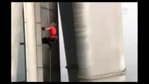 صعود مرد عنکبوتی از بلندترین برج جهان