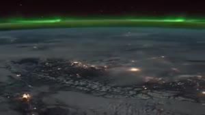 زمین از فاصله ای نه چندان نزدیک