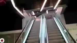 صحنه های خنده دار در پله برقی