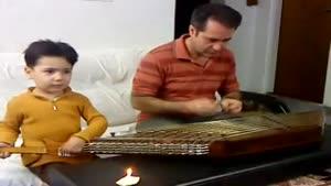 سنتور زدن کودک به همراه پدرش
