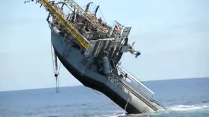کشتی عمود در آب