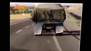 چپ کردن کامیون و بی محلی راننده اتوبوس