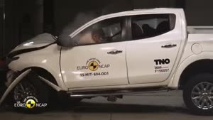 تست تصادف میتسوبیشی L۲۰۰