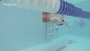 ۳ تکنیک مهم در شنای رو آبی