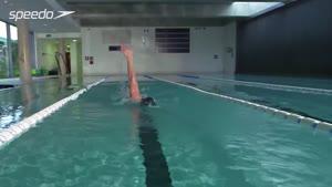 تکنیک حرکات دست و سرعت بخشیدن در شنای کرال از پشت