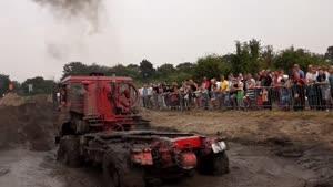 آفرود با کامیون ۴x۴