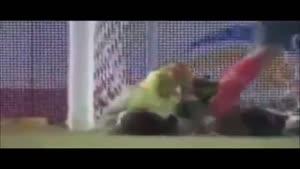 تک تیر اندازی خیلی خنده دار در زمین فوتبال