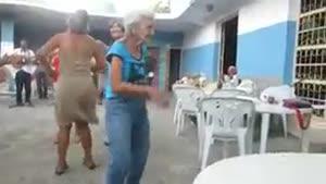 پیرزن رقاص