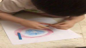 سامیار مجیدی در حال نقاشی کاپیتان آمریکا