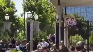 اعتراض مال باختگان موسسه های مالی آرمان و کاسپین و برخورد نیروهای ضد شورش با ماشین آب پاش