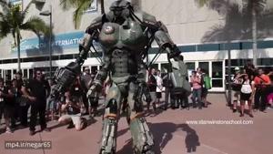 دوست شدن دختر بچه با ربات استن وینستون
