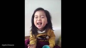 دختر بچه ناز کره ای از مادرش درس زندگی یاد میگیره