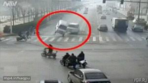 حمله أجنه به ماشین !