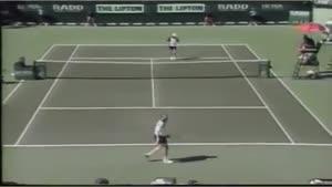 وقتی حریف آغاسی دربازی تنیس کلافه میشود
