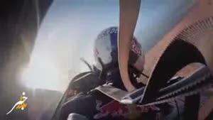 پرش موتور از روی هواپیمای در حال پرواز
