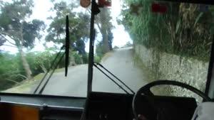 مهارت رانندگی با اتوبوس در جاده باریک