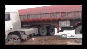 واژگونی کامیونها بر اثر لغزندگی جاده