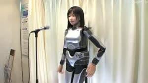 آواز خوانی ربات انسان نما در ژاپن