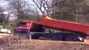 لحظه چپ کردن کامیون حین انجام وظیفه