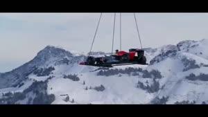 ماشین فرمول ۱ در پیست اسکی