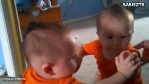 وقتی کودکان خودشونو تو آینه مبیبنن