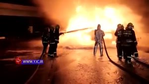 آتش گرفتن یک تریلی با ۳۳ تن بار پلاستیک پلی اتیلن
