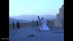 عروس و دامادی که به دیدار آرامگاه کوروش می روند
